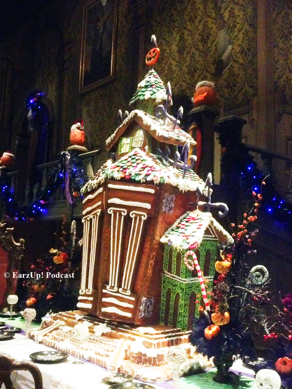 exclusive haunted mansion gingerbread house 2014 - Nightmare Before Christmas Gingerbread House
